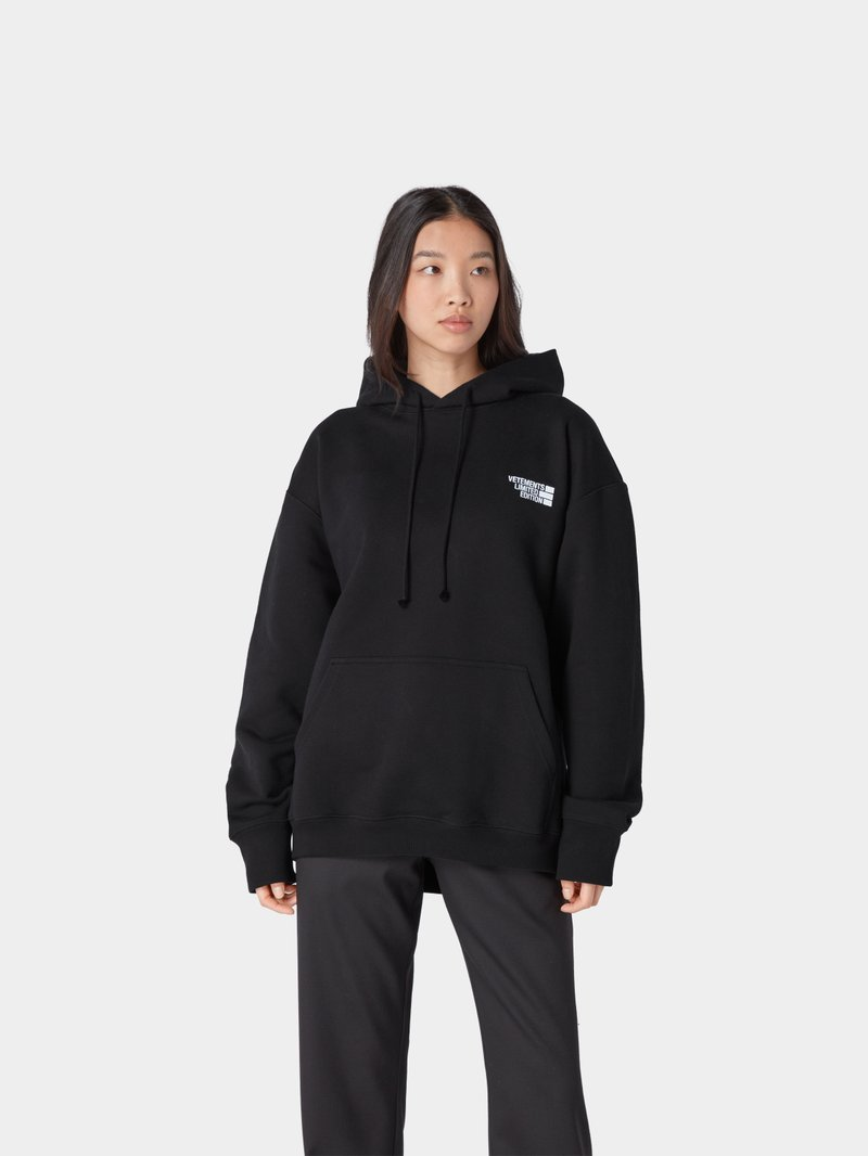 VETEMENTS Hoodie mit Logo-Applikation Schwarz - 1