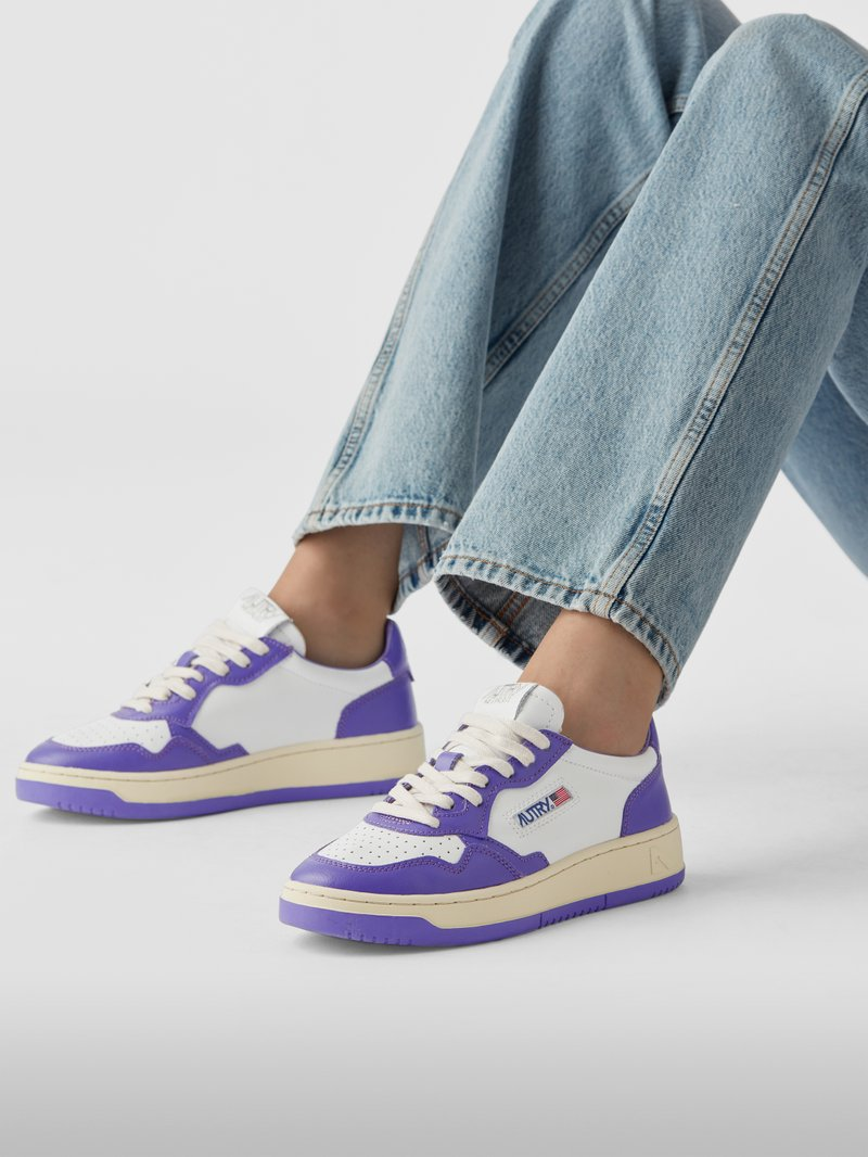 Autry Sneaker mit Brand-Patch in Lila - 1